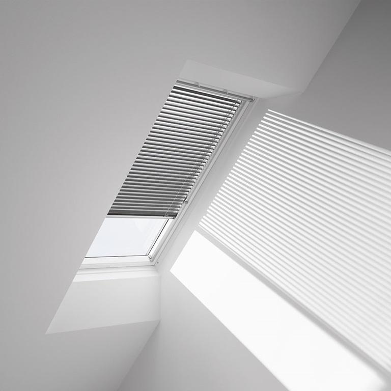 Velux venetian skylight blinds manual operation for Velux skylight shade